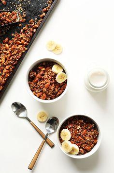AMAZING Quinoa Granola with Oats & Almonds! Naturally sweetened, 7 ingredients, SO delicious! #vegan #glutenfree #breakfast #recipe #healthy #granola