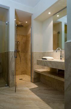 Castelfalfi  Bagno appartamento campione  Realizzato in travertino toscano PDR DV.
