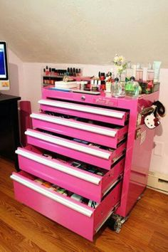 Clever Ways to Organize Your Makeup Clutter Seriously best idea ever! - Country girl makeup table oh my gosh I need this!Seriously best idea ever! - Country girl makeup table oh my gosh I need this! Makeup Storage Cart, Makeup Organization, Storage Ideas, Craft Storage, Bathroom Organization, Perfume Organization, Scrapbook Organization, Organization Station, Box Storage