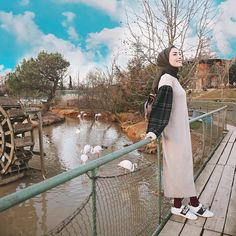 Stylish Hijab, Casual Hijab Outfit, Ootd Hijab, Islamic Fashion, Muslim Fashion, Hijab Fashion, Fashion Dresses, Instagram Pose, Instagram Ideas