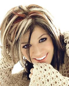 short blonde hair with black highlights Oval Face Short Hair, Short Brown Hair, Brown Hair With Highlights, Blonde Highlights, Burgundy Highlights, Chunky Highlights, Color Highlights, Burgundy Hair, Hair Color For Black Hair