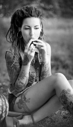 I have a thing for dreads, but would probably be too afraid to do it once my hair got longer. Nonetheless, they're awesome! Love her dreads! Tattoo Girls, Girl Tattoos, Woman Tattoos, Ta Moko Tattoo, Et Tattoo, Tattoo Blog, Hippe Tattoos, Dimple Piercing, Cheek Piercings