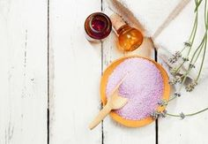 Sare de baie facuta in casa: 4 retete delicioase