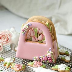 Mother's Day Cookies, Fancy Cookies, Iced Cookies, Cute Cookies, Easter Cookies, Cupcake Cookies, Cookies Et Biscuits, Flower Sugar Cookies, Sugar Cookie Royal Icing