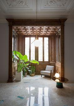 Houseplants, wood panelling and marble floor. #marble #houseplants #greenery
