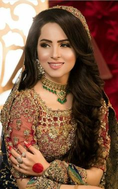 Pin By Shanzasajid On Makeup In 2019 Bridal Mehndi Dresses Pakistani Bride Hairstyle, Asian Wedding Dress Pakistani, Pakistani Bridal Makeup, Bridal Mehndi Dresses, Desi Wedding Dresses, Mehndi Hairstyles, Hairstyles For Gowns, Bride Hairstyles, Hairstyle Ideas