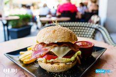 OLDstr Burger με Μπιφτέκι OLDstr και τηγανητές πατάτες!! Δοκίμασε το!
