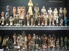 Louvre Museum - Shabti Statues by *Checco*, via Flickr Cleveland Museum Of Art, Philadelphia Museum Of Art, Art Institute Of Chicago, Ancient Egyptian Artifacts, Egypt Museum, Ancient World History, Egyptian Temple, Miniature Portraits, Museum Displays