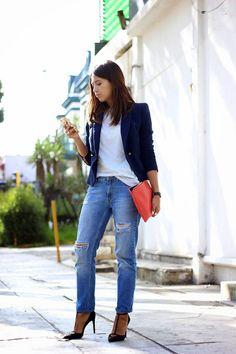 Boyfriend jeans, blazer, stilettos, clutch