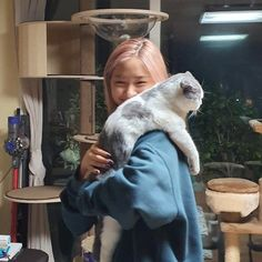 I'm gonna cry🤧 pretty sure she's my only bias who prefers cats over dogs,,,a real one Dinosaur Images, Dinosaur Pictures, Dinosaur Background, Homo, I Love Girls, Me As A Girlfriend, K Idols, Korean Girl Groups, Kpop Girls