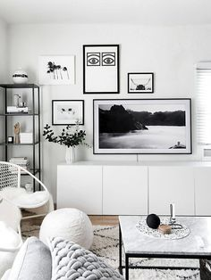 Beach Home Decor No matter your style there are a number of ways to bring out your personality and taste. Here are eight living room wall decor ideas guaranteed to amplify your home. Living Room Interior, Living Room Decor, Small Living Rooms, Apartment Interior, Apartment Ideas, Bedroom Decor, Tv Wall Decor, White Wall Decor, Wall Art