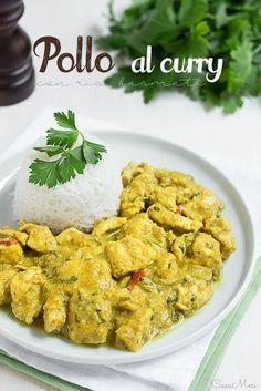 Il pollo al curry è un piatto tipico della cucina indiana, uno spezzatino di pollo cotto in una salsa di yogurt greco e curry e servito con riso basmati