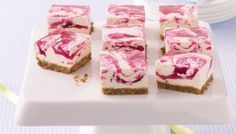 Jelly Swirl Cheesecake Slice This cheesecake slice looks beautiful with the pink swirls and is low-fat so you can have a second helping too. Jelly Cheesecake, Raspberry Swirl Cheesecake, Best Cheesecake, Jelly Cake, Cheesecake Squares, Jelly Slice, No Bake Slices, Cake Slices, Peppermint Crisp