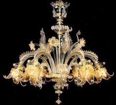 #Lampadario #classico #vetro Lampadario classico in vetro trasparente oro floreale H. 80 cm – ø. 88 cm Dimensioni e colori disponibili su richiesta