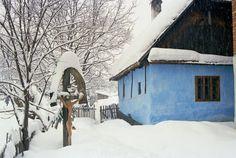 Casa Ethnos Feldru, Muzeul satului Fotografie Alexandru Uiuiu Places To Visit, Cabin, Cool Stuff, House Styles, Outdoor, Home Decor, Outdoors, Decoration Home, Room Decor