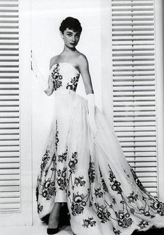 Audrey Hepburn in yards & yards of skirt