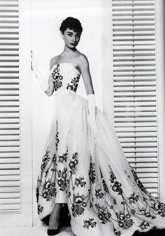 Audrey Hepburn in yards & yards of skirt