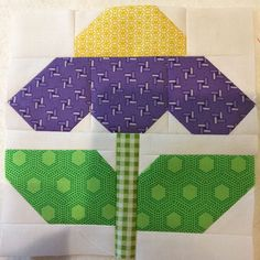 A is in the zinnia patch! I guess it's telling me it's almost time to say good-bye to many new friends. It's been a fun time… - CraftIdea. Quilt Square Patterns, Paper Piecing Patterns, Square Quilt, Pattern Blocks, Big Block Quilts, Small Quilts, Mini Quilts, Quilt Blocks, Quilt Kits