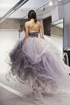 Oscar de la Renta bridal. Not sure about the bridal part but the dress is gorgeous! ❤️