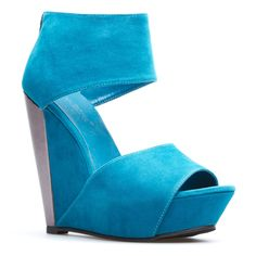 I just saw these shoes on ShoeDazzle and I just love them! I wish I was allowed to buy them. *regrets*