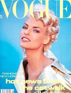 Linda Evangelista, photo by Patrick Demarchelier, Vogue UK, August 1991 Vogue Magazine Covers, Fashion Magazine Cover, Fashion Cover, V Magazine, Linda Evangelista, Vogue Uk, Vogue Fashion, Style Fashion, Vogue China