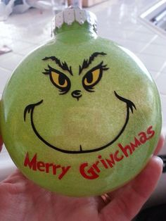 Grinch Glitter Ornament - Vinyl Becky Roberts Glitterdecoracion Happy New Year Vinyl Ornaments, Grinch Ornaments, Diy Christmas Ornaments, Homemade Christmas, Christmas Projects, Holiday Crafts, Christmas Bulbs, Glitter Ornaments, Glitter Crafts