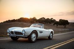 Elvis BMW 507 is driving at sunset. Retro Cars, Vintage Cars, Bmw 507, Jdm Imports, Bmw Classic, Start Ups, Bmw Cars, Toys For Boys, Luxury Cars