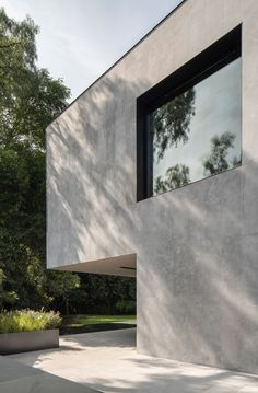 The dark walls of this house in Mexico City were designed by Spanish practice Francesc Rifé Studio to conceal outdoor areas from the street. Minimalist Architecture, Modern Architecture House, Modern Buildings, Architecture Design, Residential Architecture, Mexico City, Studio Foto, Dark Grey Walls, Storey Homes