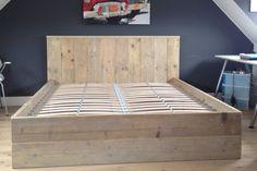 Steigerhouten twee persoons bed
