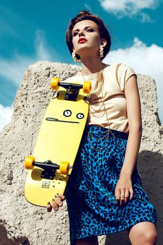 Skater Girl - While skateboarding is often thought of as a guy-centric sport, these chic skater girl styles are showcasing that females can also rock this outdoo. Fashion Shoot, Sport Fashion, Editorial Fashion, Girl Fashion, Skateboard Mode, Skateboard Fashion, Skater Girl Style, Skater Girls, Sporty Chic