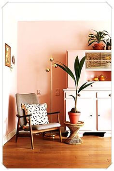 Millennial Pink is a shade that defines the brightness and creativity of this ge. - Millennial Pink is a shade that defines the brightness and creativity of this ge… Millennial Pi - Retro Home Decor, Cheap Home Decor, Diy Home Decor, Funky Decor, Home Living, Living Room Decor, Bedroom Decor, Dining Room, Pink Living Room Paint