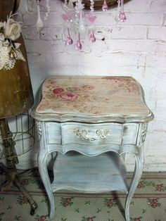 Shabby chic wallpaper is the perfect background for any shabby chic style. Create a romantic vintage feel easily with shabby chic look wallpaper. French Provincial Furniture, French Furniture, Shabby Chic Furniture, Shabby Chic Decor, Vintage Furniture, Hand Painted Furniture, Refurbished Furniture, Repurposed Furniture, Paint Furniture