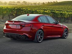 Autoweb-2016-January-Review-2017-Alfa-Romeo-Giulia-Quadrifoglio-007.jpg (2048×1536)