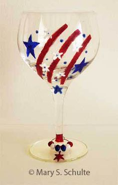 Fun of July Crafts - For Seniors and Elderly Diy Wine Glasses, Decorated Wine Glasses, Hand Painted Wine Glasses, Wine Glass Crafts, Wine Craft, Wine Bottle Crafts, Labor Day Crafts, Wine Glass Designs, Crafts For Seniors