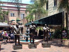 "New Orleans. Upeat pronssipatsaat - Al ""Jumbo"" Hirt, Antoine ""Fats"" Domino ja Pete Fountain. Bourbon Street, Travel Scrapbook, Beignets, Scrapbooks, Statues, New Orleans, Fountain, Legends, Bronze"