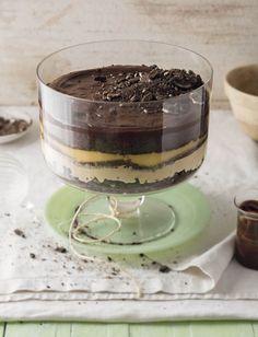 Trifle met Oreo's, karamel en donkersjokolade Oreo Trifle, Chocolate Trifle, My Recipes, Dessert Recipes, Favorite Recipes, Dessert Ideas, Oreos, South African Desserts, Decadent Food
