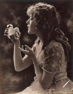 Mary Pickford- This is the kind of mood I am feeling for Pamina. #MagicFlute