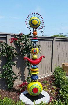 New garden art sculptures totem poles 15 ideas - pottery - . New garden art sc Mosaic Garden, Glass Garden, Cement Garden, Garden Poles, Outdoor Art, Yard Art, Clay Art, Amazing Gardens, Ceramic Art