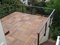 deck over roof - railing on the face of wall and not penetrating roof membrane.Wood deck over roof - railing on the face of wall and not penetrating roof membrane. Balcony Railing, Deck Railings, Glass Railing, Balcony Tiles, Terrace Tiles, Terrace Floor, Railing Ideas, Glass Roof, Pergola Ideas