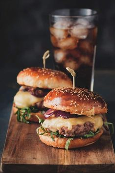 Even just a patty after a day old can lose its flavor. With a little finesse, even an overnight burger can become foodie flavortown! So, how to reheat burger? Let's find out. Gourmet Burgers, Burger Recipes, Grilling Recipes, Grilling Ideas, Little Lunch, Burger Restaurant, Delicious Burgers, Good Burger, Yummy Burger