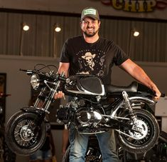 I honestly love the things these guys did with this modified Honda Scrambler, Cafe Racer Honda, Cafe Racer Build, Tracker Motorcycle, Motorcycle Design, Honda Dax, Mini Motorbike, Small Motorcycles, Cruiser Bicycle
