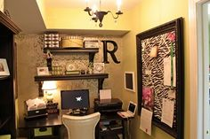Small but cozy office nook. Love the decor.