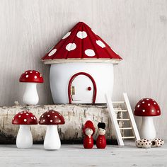 Make your own miniature world filled with Christmas spirit www.pandurohobby.com Christmas Decor by Panduro #christmas #Decor #DIY #miniature #nissedörr