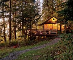 Woods cabin.  This would seriously make me happy to live in these surroundings.  <3