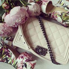 Elegant white Chanel bag. #chanelbag #flowers #chanel