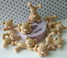 A mould for multiple teddies! A mould for multiple teddies! Fondant Figures, Fondant Cake Toppers, Fondant Teddy Bear, Teddy Bear Cakes, Cake Topper Tutorial, Fondant Tutorial, Cupcake Day, Cupcake Cakes, Clay Bear