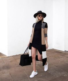 Women Clothing 10 ways to style the maxi cardigan - Guita Moda. Black hat, striped coat, black tube, white tennis Women Clothing Source : 10 maneiras de estilizar o maxi cardigan - Guita Moda. Mode Outfits, New Outfits, Winter Outfits, Casual Outfits, Fashion Outfits, Black Outfits, Black Sneakers Outfit, Dress With Sneakers, Skirt Outfits