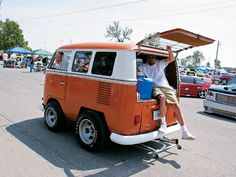 Slammin' & Jammin' is in its year and still going. Check out coverage from this 2007 custom truck show in Mini Truckin' Magazine. Volkswagen Bus, Vw T1, Vw Camper, Campers, Kombi Hippie, Smart Car Body Kits, Combi Vw, Cool Vans, Vw Cars