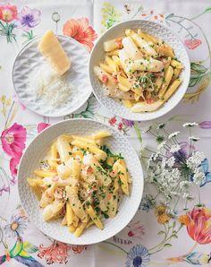 Diese Carbonara überrascht uns mit Spargel und Sahne  - somit ist sie nicht eine klassische Carbonara, aber trotzdem sehr lecker und zu empfehlen! Penne, Pasta Salad, Tacos, Yummy Food, Cooking, Ethnic Recipes, Blog, Pasta Meals, Food And Drinks