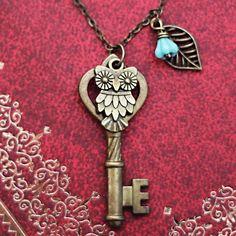 Antique Keys Owl leaf necklace,owl jewelry,Skeleton Keys,Steampunk Key Necklace on Etsy, $9.50 - http://www.diyprojectidea.net/antique-keys-owl-leaf-necklaceowl-jewelryskeleton-keyssteampunk-key-necklace-on-etsy-9-50